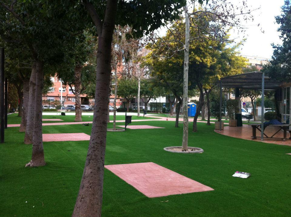 Cesped de jardin cesped artificial for Jardines parques decoracion